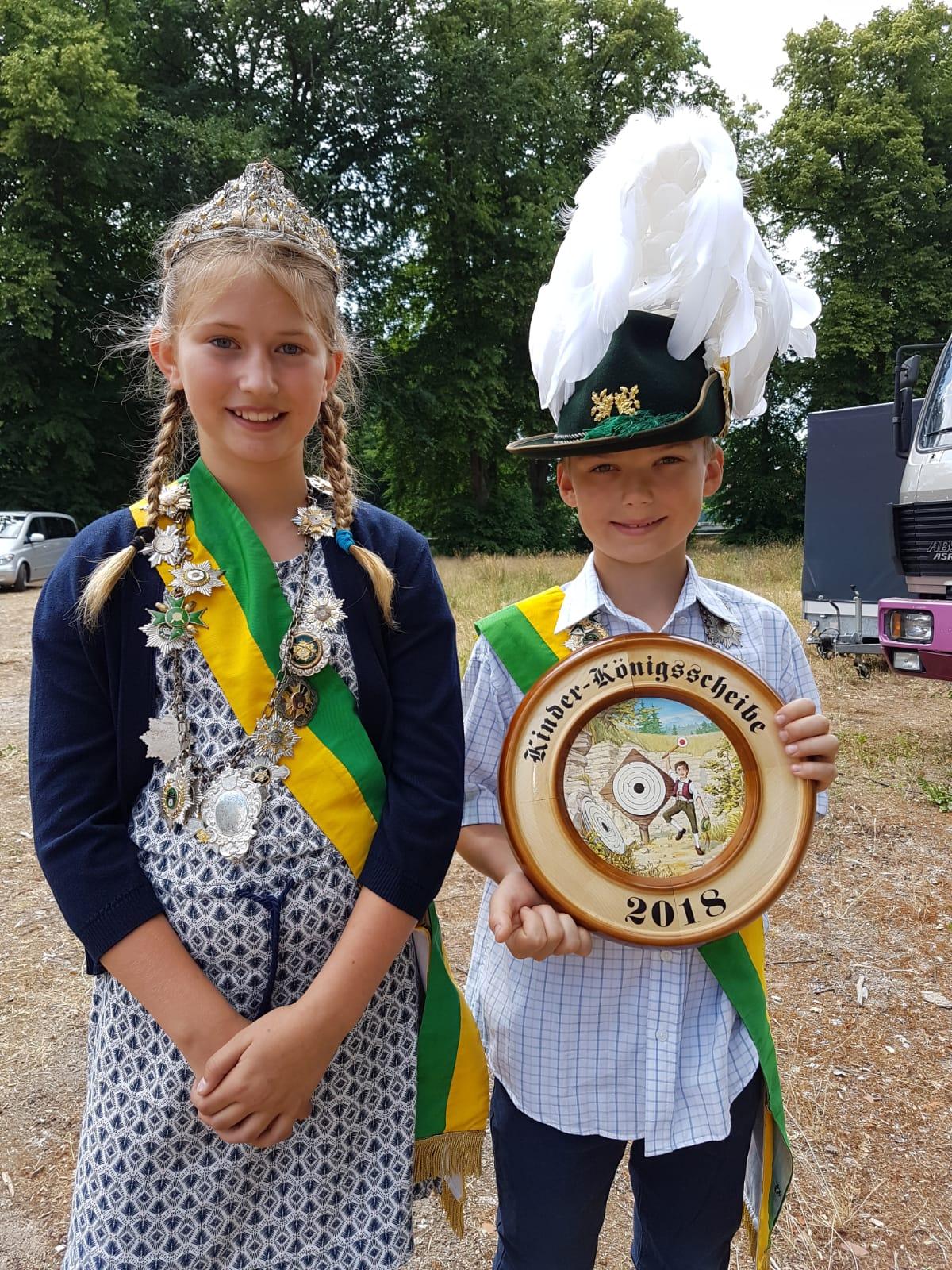Marten und Clara sind das Kinderkönigspaar 2018/2019 der Schützengilde Dannenberg. Gibt es eine Feier zum Scheibebefestigen ;-)