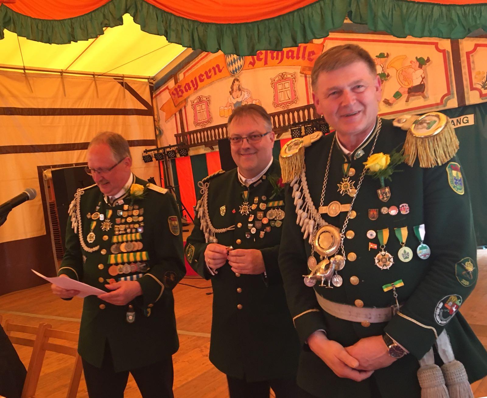 unser König Bernd ist 1. Ritter und damit Zweitplatzierter beim SG-Königsschiessen